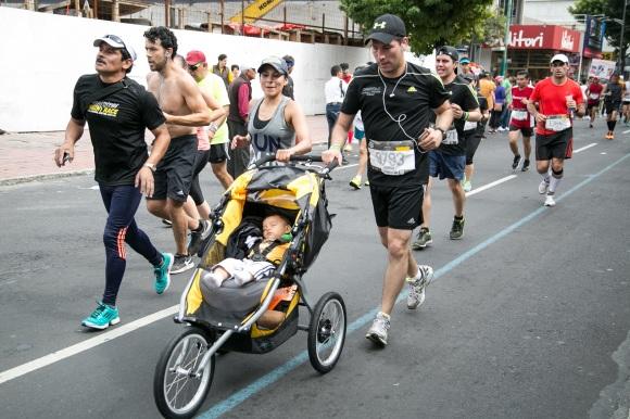 pareja en el maratón cdmx